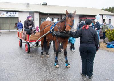 Hevoskärryajelua / Krossin Kevättuuletus 2017